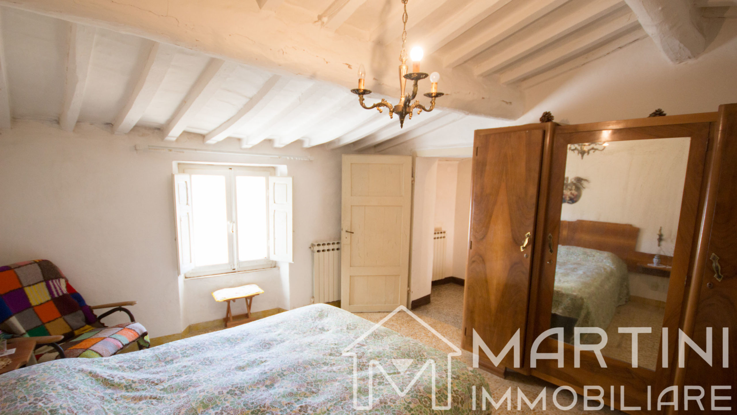 Casa da Ristrutturare in Toscana con Garage e Vista