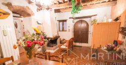 Ampia Casa Semi Indipendente in Antico Borgo