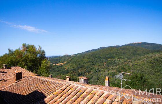 Casa in Borgo Medievale con Vista e Cantina